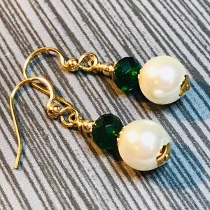 Jewelry - Pearl, green crystal and gold earrings
